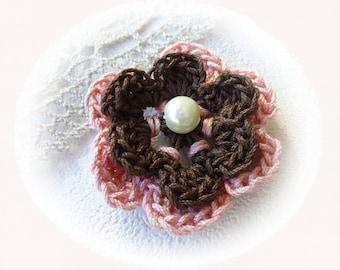 fleur double au crochet marron et rose