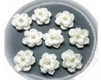 White crocheted flowers 9