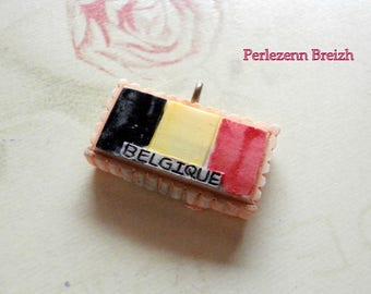 1 resin black, yellow and Red 26x23mm Belgium flag charm