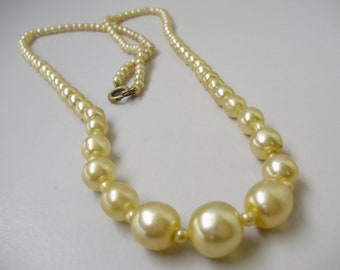 Vintage jewelry,vintage necklace,faux pearl necklace