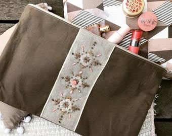 Pouch embroidered linen with stones