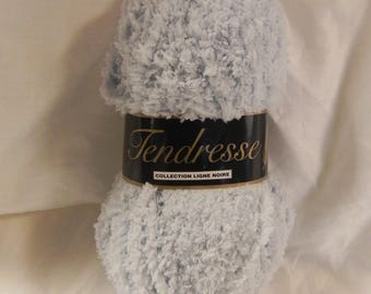 """tenderness"" cotoneux aspect very soft bluish grey wool yarn"