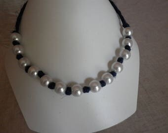 Blue linen and pearly white beads necklace