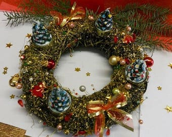 Christmas Wreath / candle with Garland of green/gold coloured beads