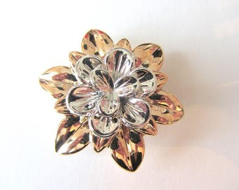1 Pearl, charm, connector, between two large silver champagne flower