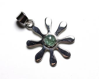 PE114 - 925 sterling silver pendant and stone - flower 25mm Apatite