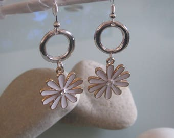 Pierced earrings 925 sterling silver flowers and rings and metal