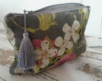 Cover for tablet or eReader pouch bag in linen
