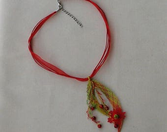 Bohemian style pendant neck red green and yellow