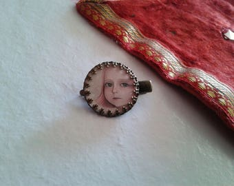 1 cabochon 'Alice's face' - fancy hair clip
