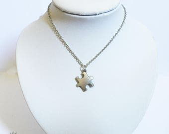 Choker necklace in silver metal nickel with a fancy puzzle pendant
