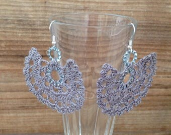 """Earrings """"Les score"""" crochet lace gray"""