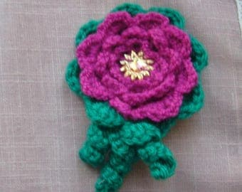 Handmade crochet wool floral brooch pink and green with Heart Rhinestone