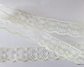 Beautiful ivory lace with 2 cm wide