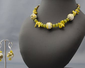 Choker necklace set earrings yellow kiwi colored cat's eye bead chips, faience beads