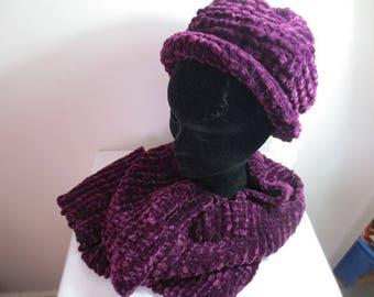 Purple women's wool hat and scarf