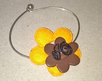 Flower with orange felt and Brown wood bracelet