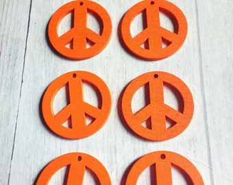 SET OF 6 CHARMS 25 MM PEACE AND LOVE WOODEN ORANGE