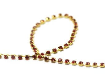1 meter of chain 2, 5 x 2, 5 mm Ruby Red rhinestones on gold chain