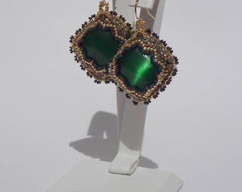 Earrings with green glass beaded cat Œil