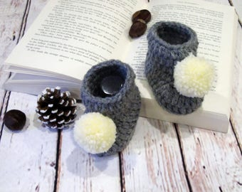 Gray crochet baby booties with flower, Crocheted baby slippers, Newborn baby photo prop, Newborn baby slippers booties