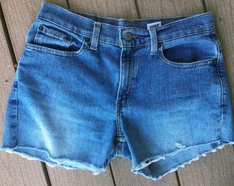 distressed cut off levi denim shorts