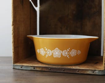 1970s Vintage Pyrex Butterfly Gold Casserole Dish - 2.5 Quart