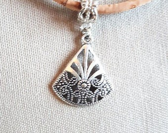 Cork, fan necklace