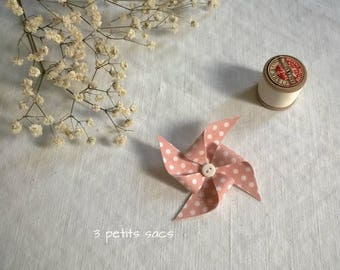 Fancy brooch, salmon pink pinwheel with white dots