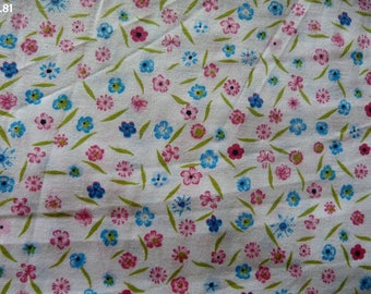Fabric little pink and blue flowers coupon R81 35x50cm