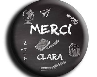 "Magnet personalized print with child's name ""Merci"" school""on a black background and drawing in school"