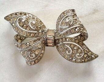 Vintage Diamonte Clear Rhinestone Brooch . Silver Toned . ART DECO . Era 1960's. Statement Jewelry . Retro Boho . Old Costume Jewelry