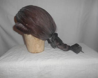 Brown queued wig with buckle curls
