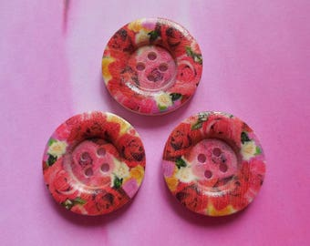 Set of 3 of 25mm red hollow wooden buttons