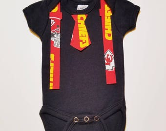 Chiefs tie and suspenders baby shower iron on applique to add to your baby shower station/game. Can be customized for different shirt sizes!
