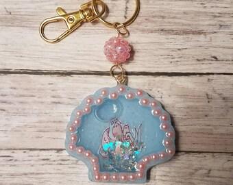 Pusheen and stormy seashell resin shaker keychain
