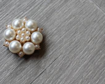 Medium vintage brooch