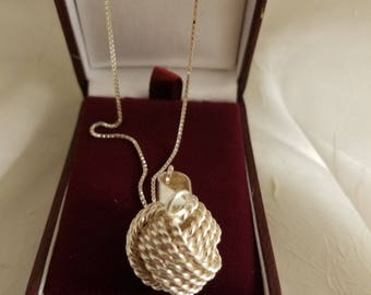 925 Silver KNOT Pendant on silver chain -022