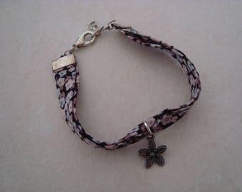 Bracelet liberty grey with black flower charm