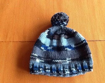 Boys knitted bobble hat.
