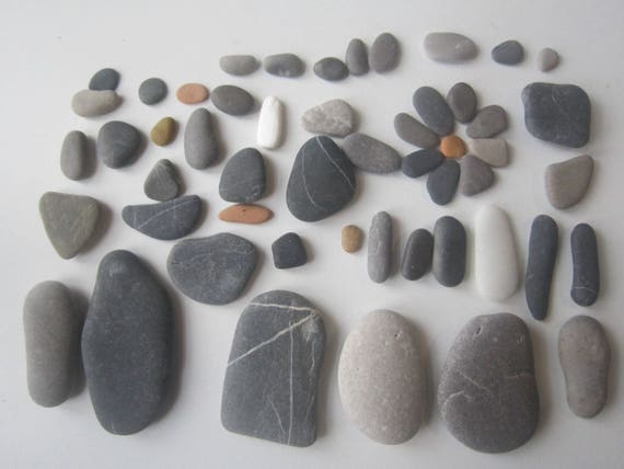 Mix 52 flat sea stones supply for crafts pebbles art for Flat stones for crafts