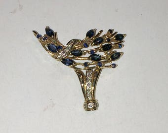 9ct sappphire and diamond brooch