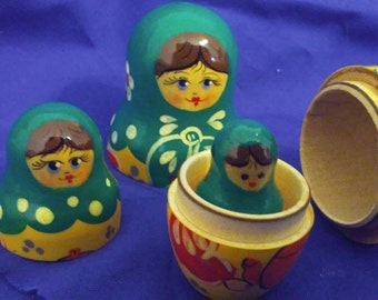 Vintage Rare Russian Nesting Doll Pencil, Beautifully painted, 3 Dolls, Wooden, Green