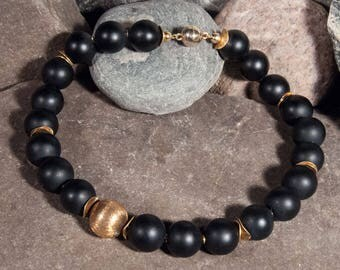 Onyx necklace with elements of gold-plated 925 silver