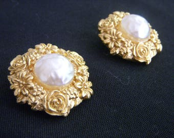 UNGARO Paris earrings VINTAGE 80s gold and pearls tbe Chic!