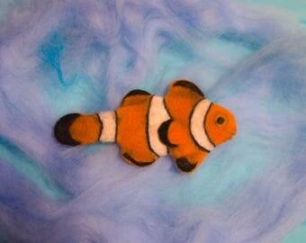 Brooch made of wool fish