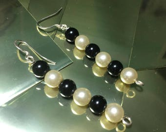 Dangling earrings with silver pearls