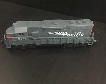 Vintage Southern Pacific locomotive 9725 - high speed #418