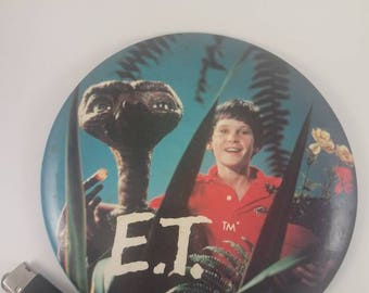 E.T. Vintage round display