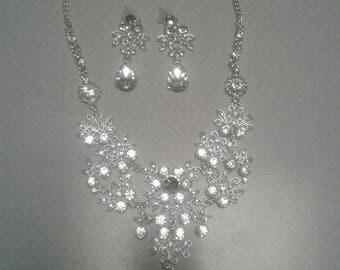 Teardrop earring and necklace set